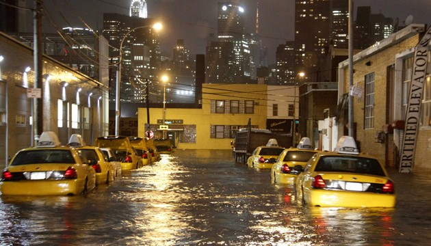 Sandy flooding the streets of NYC